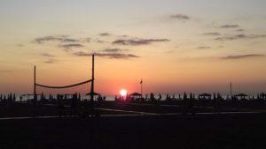 La spiaggia, il mare e la magia ineguagliabile del tramonto.