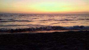 Il mare incanta ed il rumore delle onde mi porta lontano